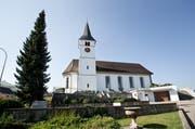 Die Pfarrkirche St. Martin in Entlebuch strahlt dank einer Aussensanierung wieder. (Bild: Manuela Jans (Neue LZ))