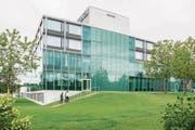 Die Spitalleitung plant, rund 3000 Quadratmeter an Büro- und Verwaltungsflächen in einem Neubau unterzubringen. Dieser soll südlich des Hauptgebäudes zu stehen kommen. (Bild: Patrick Hürlimann (Baar, 13. September 2017))