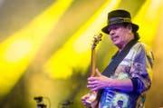 Gitarrist Carlos Santana (heute 70) während eines Konzerts vom 16. Juli 2016 in Stuttgart. (Bild: Christoph Schmidt/Keystone)