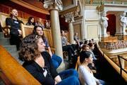 Eine Schulklasse bei der Besichtigung des Bundeshauses in Bern. (Bild Archiv Eveline Beerkircher/Neue LZ)