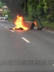 Auf der Obergrundstrasse brannte ein Container mitten im Feierabendverkehr. (Bild: Radio Pilatus-Hörer Marcel aus Ebikon)