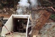 Die erste Sprengung für die Neat auf der Nordseite am 4. November 1999. (Bild: Keystone)