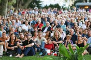 Von neugeboren bis graumeliert: Das Publikum auf dem Inseli ist bunt durchmischt. (Bild Philipp Schmidli)
