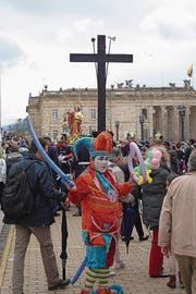 Osterstimmung zwischen Christentum und Karneval. (Bilder: LSO und Simon Bordier)