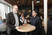 Regierungsrätin Maya Büchi im Gespräch mit Parteipräsident Hans-Melk Reinhard. (Bild: Oliver Mattmann (Wilen, 20. Januar 2018))