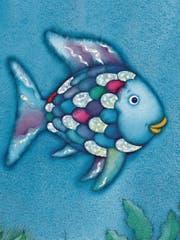 Der Regenbogenfisch, als er noch alle Glitzerschuppen hatte. (Bild: PD)