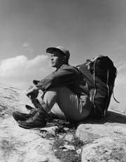 Dieser Herr hatte deutlich mehr als fünf Kilo zu schleppen. Gore-Tex waren 1950 aber auch noch nicht erfunden. (Bild: Lambert/Getty)