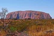 Einer der Höhepunkte des Reiseprogramms: der Uluru, das Naturwahrzeichen Australiens. (Bild: PD)