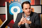 Der aus dem Schweizer Fernsehen bekannte Journalist Jens Korte berichtet schon seit 15 Jahren vom Börsenhandel an der Wall Street in New York. (Bild: Remo Naegeli / Neue LZ)