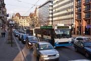 Rückstau in der Luzerner Pilatusstrasse. (Archivbild Neue LZ)