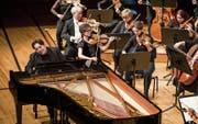 Sinnliches Spiel: der Pianist Fazil Say (48) und das Luzerner Sinfonieorchester im KKL. (Bild: Manuela Jans-Koch (Luzern, 22. Februar 2018))