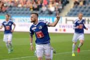 Jakob Jantscher (Mitte) am Super League Spiel zwischen dem FC Luzern und GC in der Swissporarena im Mai. (Bild: dominik Wunderli / Neue LZ)