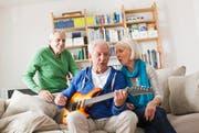 Wohnformen im Alter - Alters-WG: Der Trend führt zu neuen Wohnformen für Senioren hin – etwa Wohngemeinschaften. (Bild: Getty (Archiv))