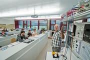 Berufsbildungszentrum in Emmen. Lehrer Bruno Marti unterrichtet die Automatiker-Lehrlinge. (Bild: Dominik Wunderli / Neue LZ)