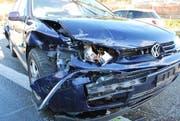Eines der beim Unfall in Inwil beschädigten Autos. (Bild: Luzerner Polizei (Inwil, 23. März 2017))