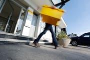 Die Postfiliale Oberwil bei Zug schliesst. Stattdessen öffnet die Post eine Agentur im Volg. (Bild Stefan Kaiser)