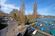 Blick auf das Inseli mit den Carparkplätzen. Bild: Nadia Schärli (Luzern, 4. April 2016)