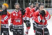 Ihre Spielzeit ist abgelaufen: Spieler des walliser Clubs Red Ice Martigny. (Archivbild: KEYSTONE/Jean-Christophe Bott, 2015)
