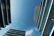 Die tiefen Zinsen wirken sich auch auf das Hypothekengeschäft der Zuger Kantonalbank aus. Die Aufnahme zeigt die Feldpark-Überbauung in Zug. (Bild: Stefan Kaiser (Zug, 9. Mai 2016))