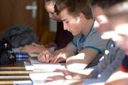 Schüler beim Lernen in der Sportmittelschule Engelberg. (Bild: Archiv Luzerner Zeitung)