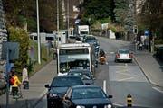 Ein übliches Bild während den Stosszeiten: Der Bus steht auf der Spitalstrasse im Stau. (Bild: Pius Amrein / Neue LZ)