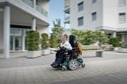 Der Gisiker Martin Hailer hat einen Roman über das Leben mit einer Behinderung geschrieben. (Bild: Pius Amrein / Neue LZ)