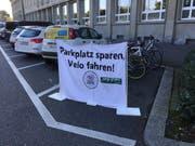 Diesen Parkplatz an der Luzerner Bahnhofstrasse besetzten die Jungen Grünen am Freitag. (Bild: Kari Kälin (15. September 2017, Luzern))