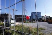 Das prestigeträchtige Hochhaus auf dem Suurstoffi-Areal soll ab November 2018 bezugsbereit sein. (Bild Werner Schelbert)