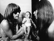 Toni Vescoli (heute 75) im Juli 1968 mit dem eine Woche alten Töchterchen Natalie und Frau Ruthli in Schmerikon. (Bilder: Privat/SGT)