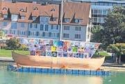 Mit dem «Ship of Tolerance» (hier noch im Aufbau) wird ein Zeichen für Respekt gesetzt. (Bild: Florian Hofer)