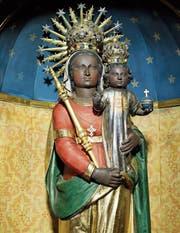Die Gnadenmutter von Zug ist primär der Muttergottes von Loreto nachempfunden. Ihre «Ausbildung» jedoch erhielt sie bei der Madonna von Einsiedeln.