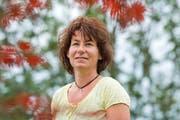 «Es würde mich schon wundernehmen, wer genau ein Organ unserer Tochter erhalten hat»: Evelyn Kaufmann im Garten ihres Hauses in Oberkirch. (Bilder Dominik Wunderli)