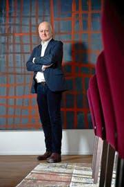 Kunstbegeistert: Andi Scheitlin, neuer Präsident der Kunstgesellschaft Luzern, in seiner Wohnung. (Bild Dominik Wunderli)