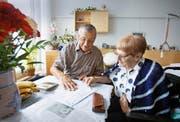 Private Beistände haben für die Betreuung ihrer Klienten in der Regel mehr Zeit als Berufsbeistände. (Symbolbild Keystone)