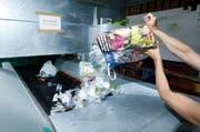 Im Ökihof in Zug wird auch Plastik und Kunststoff rezykliert. (Bild Stefan Kaiser)