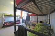 Asylzentrum Sonnenhof in Emmenbrücke. Tehmenbilder UMAS Unbegleitete Minderjährige Asylbewerber (Neue LZ/Dominik Wunderli) Fotografiert am 27.10.2015 Flüchtlinge Flüchtlingspolitik Ausländer Asylanten Asylbewerber (Bild: Dominik Wunderli (Luzern, 28. Oktober 2015))