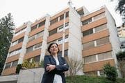 Schuldirektorin Christa Augsburger vor dem Abrissobjekt. (Bild: Corinne Glanzmann (Luzern, 19. Februar 2018))