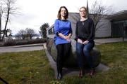 Eveline Steinger (links) und Andrea Müller von der PH Zug leiteten in Minsk einen Workshop zum Thema Humanität. (Bild: Werner Schelbert)