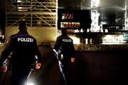 Rund um den Bahnhof und das KKL wurde in letzter Zeit eine erhöhte Polizeipräsenz gefordert. Themenbild. (Bild: Nadia Schärli / Neue LZ)