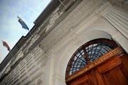 Der Eingang zum Luzerner Regierungsgebäude. (Bild: Pius Amrein/ Neue LZ)