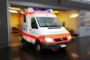 Trotz Blaulicht und Sirene bleiben auch die Rettungsfahrzeuge des Luzerner Kantonsspitals oftmals unbemerkt. (Bild: Corinne Glanzmann / Neue LZ)