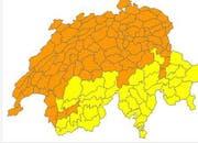 Orange sind die Gebiete, wo mässiger Frost und Strassenglätte erwartet wird. (Bild: Karte Meteonews.ch)
