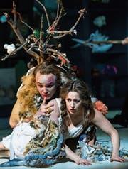 Bilderbuch-Traumpaar: Bernt Ola Volungholen (Papageno) und Magdalena Risberg (Pamina). (Bild: Ingo Höhn/Luzerner Theater)