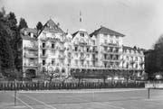 So wie auf dieser undatierten, vermutlich aus den 70er-Jahren stammenden Aufnahme hat das Hotel Tivoli lange ausgesehen. 1985 wurde die Fassade aufgestockt. (Bild: Stadtarchiv Luzern)