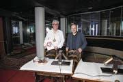 Das ehemalige Nachtlokal «Du Pont» wird neu zum «Fondue House». Im Bild: Wirt Hans P. Wanner und Albert Schwarzenbach als Altstadt-Promoter. (Bild: Manuela Jans-Koch (Luzern, 12. Januar 2018))