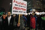 Tausende Bulgaren demonstrieren im Herzen Sofias gegen Korruption. (Bild: Dimitar Dilkoff/AFP (11. Januar 2018))
