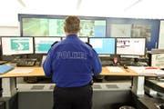 Blick in die Einsatzzentrale der Luzerner Polizei: Hier gehen die Notrufe ein. (Symbolbild) (Bild: Archiv LZ)
