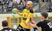 Erzielte in 13 Versuchen acht Treffer für den KTV Altdorf: Spielertrainer Mario Obad (am Ball). (Bild: Urs Hanhart (Altdorf, 7. März 2017))
