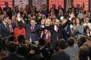 Von den Genossen umjubelt: Sigmar Gabriel (links) und Martin Schulz beim «Krönungsparteitag». (Bild: Oliver Weiken/EPA (Berlin, 19. März 2017))