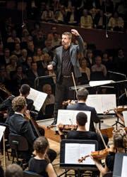 Der deutsche Dirigent Matthias Pintscher widmete sich am Samstagabend im KKL der klassischen Moderne. (Bild: Lucerne Festival/Manuela Jans)